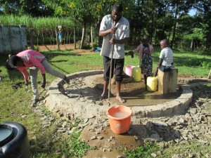 The Water Project : 22-kenya4523-construction