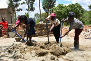 The Water Project : 3-kenya4500-construction