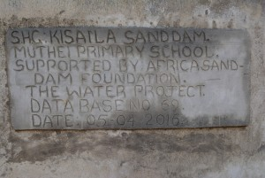 The Water Project : 3-kenya4500-finished-tank
