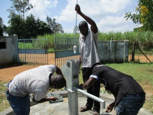 The Water Project : 36-kenya4523-pump-installation