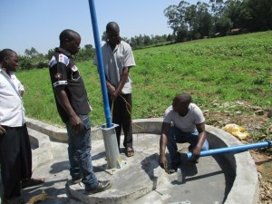 The Water Project : 43-kenya4525-pump-installation