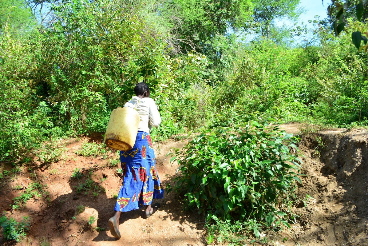 The Water Project : 5-kenya4463-fetching-water
