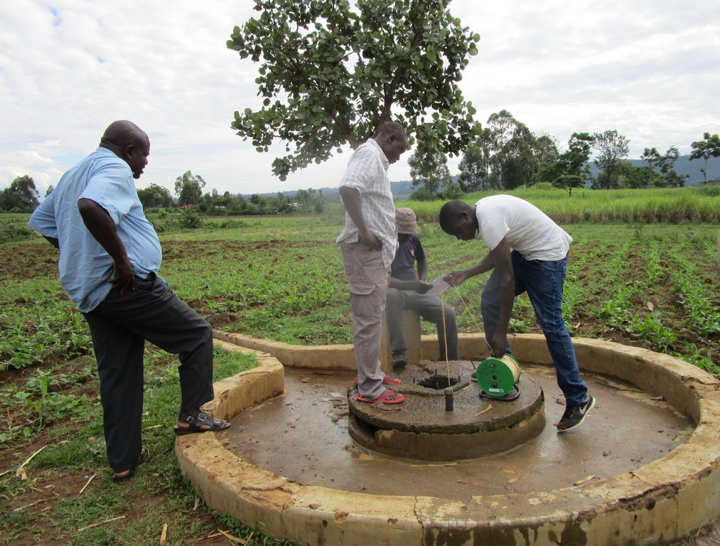 The Water Project : 8-kenya4526-unprotected-well