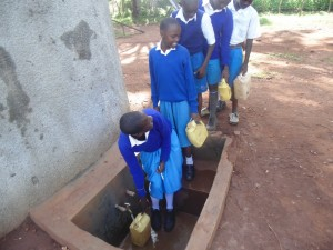 The Water Project : 12-kenya4605-finished-tank