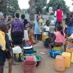 The Water Project : 15-sierraleone5087-overcrowded-well