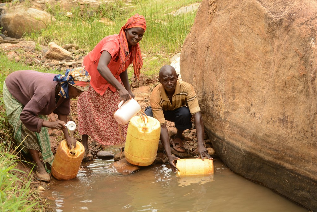 The Water Project : 2-kenya4468-fetching-water