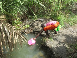 The Water Project : 2-sierraleone5084-fetching-water