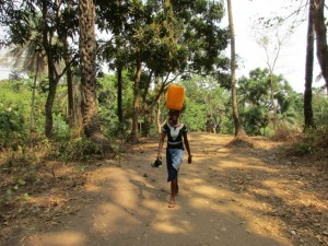 The Water Project : 5-sierraleone5086-carrying-water
