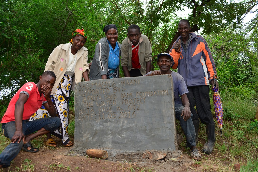 12 kenya4485 hand-dug well
