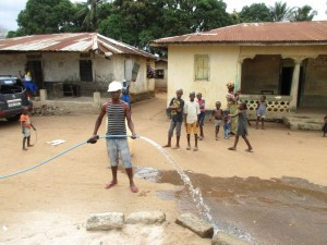 The Water Project : 14-sierraleone5087-test-pumping