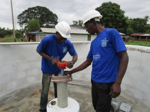 The Water Project : 16-sierraleone5085-pump-installation
