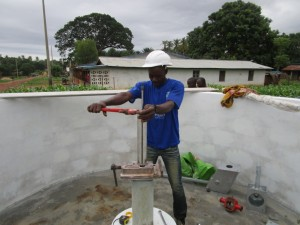 The Water Project : 18-sierraleone5085-pump-installation