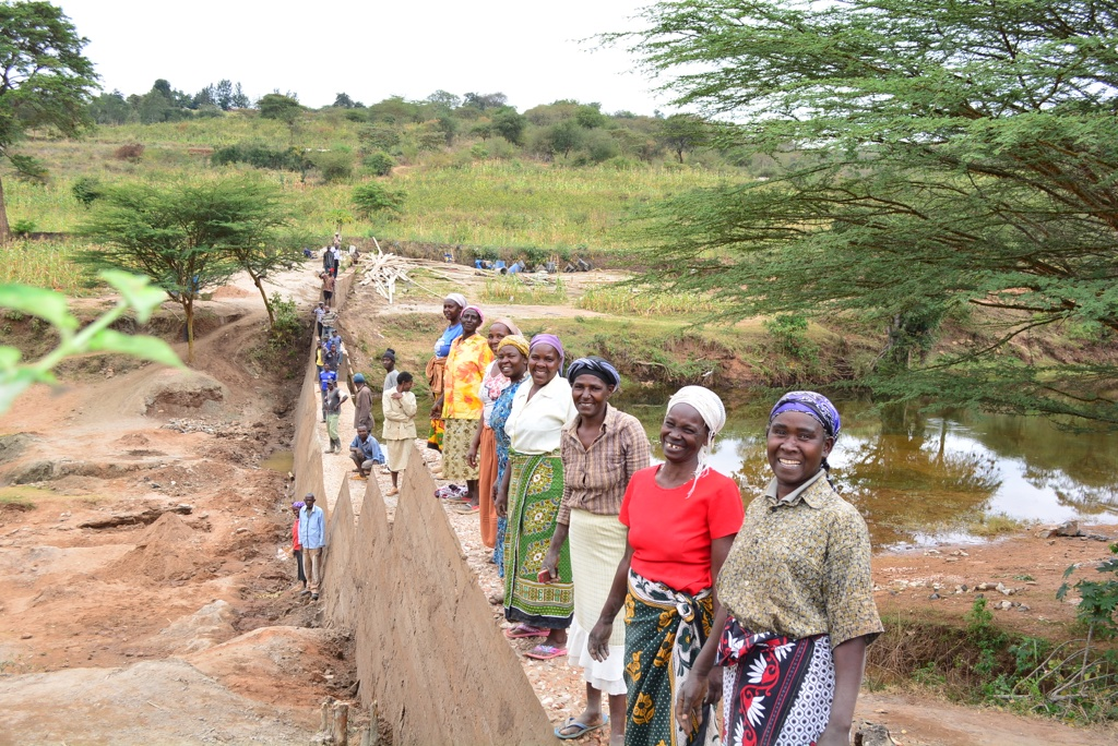 The Water Project : 21-kenya4464-sand-dam