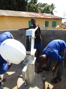 The Water Project : 25-sierraleone5087-pump-installation