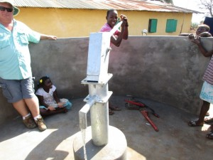 The Water Project : 26-sierraleone5087-pump-installation