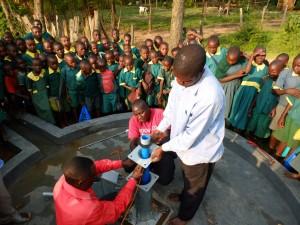 The Water Project : 3-kenya4532-pump-installation