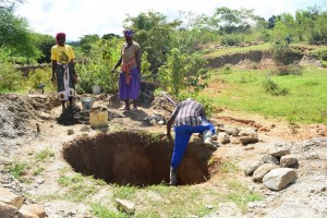 The Water Project : 1-kenya4486-construction