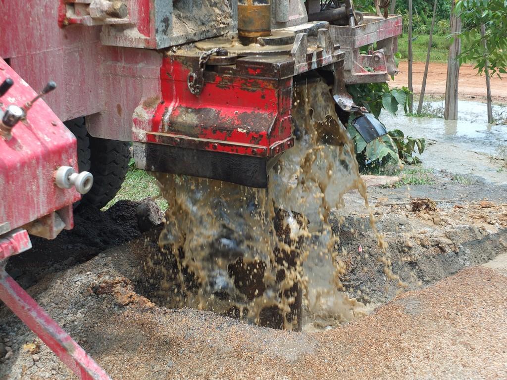 The Water Project : 14-kenya4369-flushing