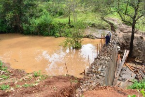 The Water Project : 14-kenya4466-construction