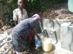 The Water Project : 14-kenya4573-protected-spring