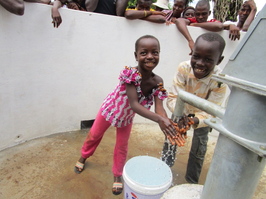 The Water Project : 24-sierraleone5088-handing-over