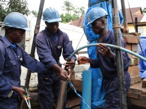 The Water Project : 27-sierraleone5089-test-pumping