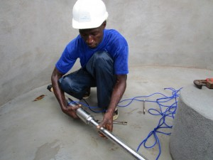 The Water Project : 32-sierraleone5089-pump-installation