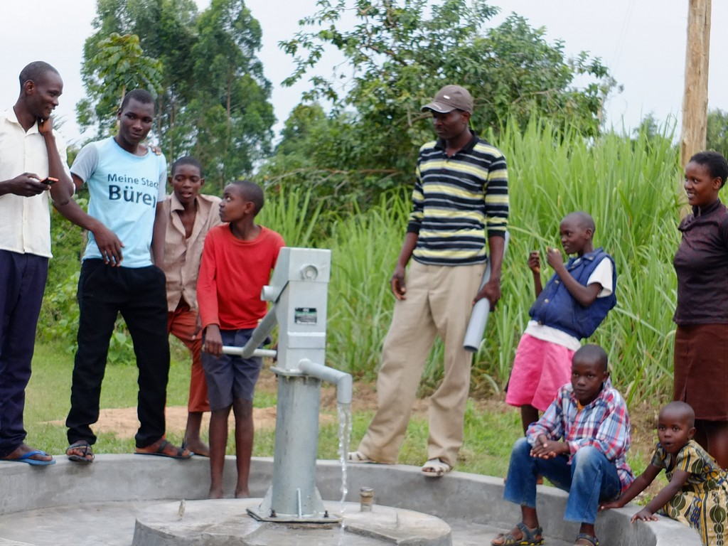 The Water Project : 33-kenya4533-pump-installation