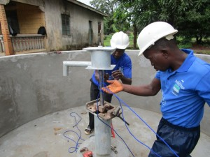 The Water Project : 35-sierraleone5089-pump-installation