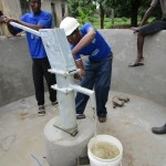 The Water Project : 36-sierraleone5089-pump-installation