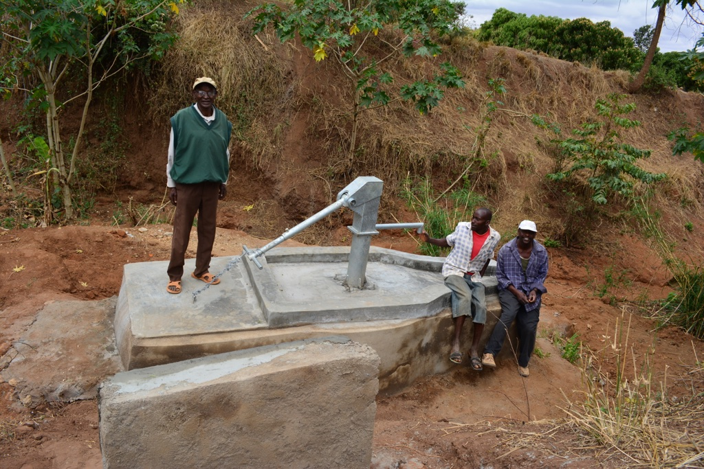 The Water Project : 6-kenya4484-finished-hand-dug-well