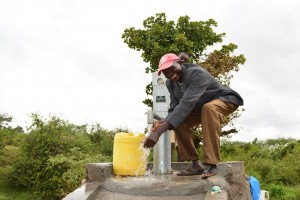The Water Project : 8-kenya4486-finished-hand-dug-well