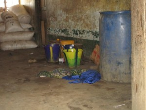 The Water Project : 8-sierraleone5082-home-water-storage