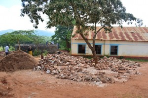 The Water Project : 15-kenya4502-construction