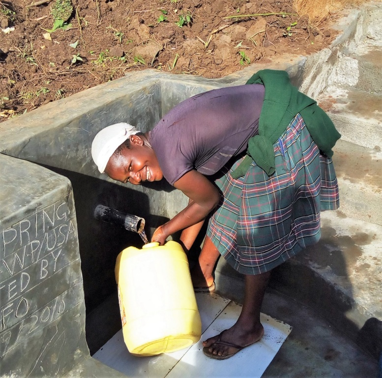 The Water Project : 18-kenya4576-protected-spring