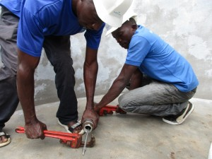 The Water Project : 20-sierraleone5082-pump-installation