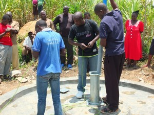 The Water Project : 25-kenya4537-pump-installation