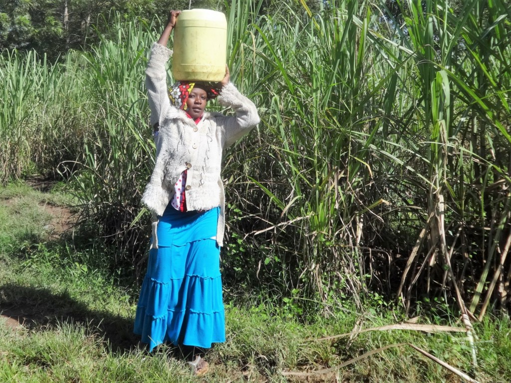 The Water Project : 3-kenya4584-fetching-water