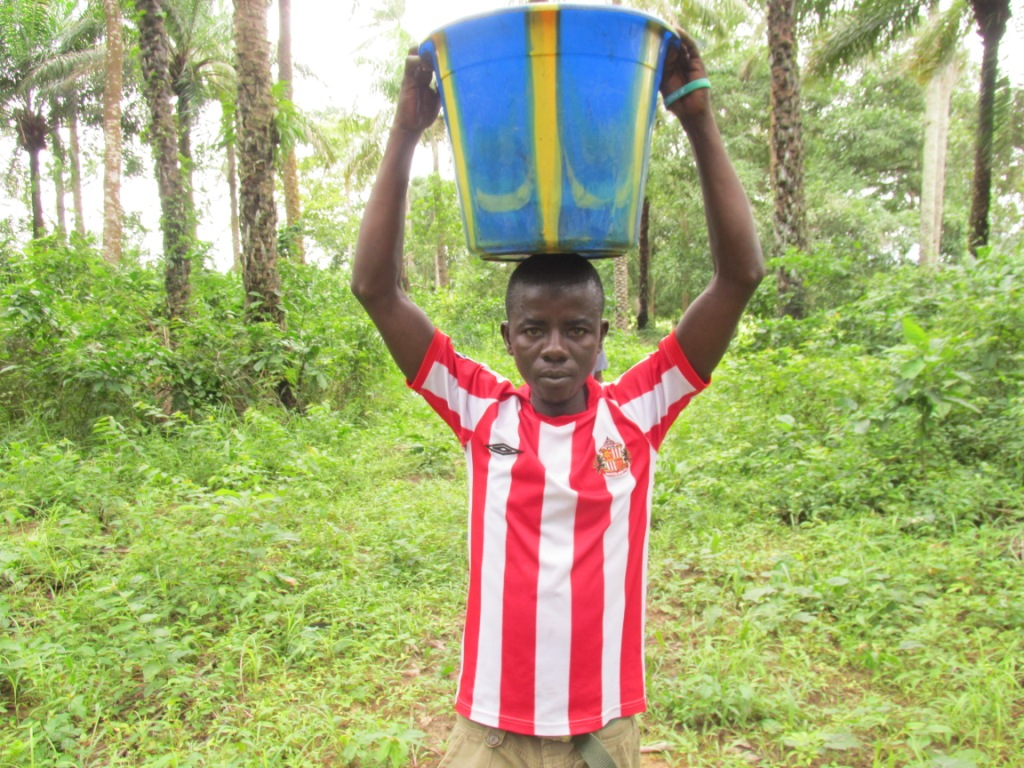The Water Project : 3-sierraleone5092-carrying-water