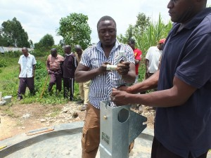 The Water Project : 30-kenya4537-pump-installation