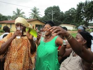 The Water Project : 30-sierraleone5082-handing-over
