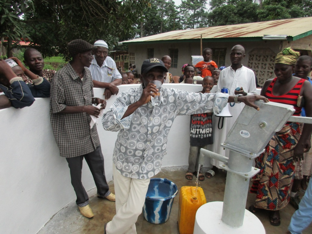 The Water Project : 34-sierraleone5082-handing-over
