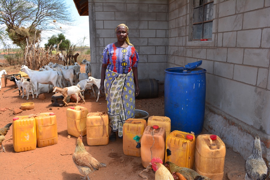 The Water Project : 9-kenya4471-water-containers