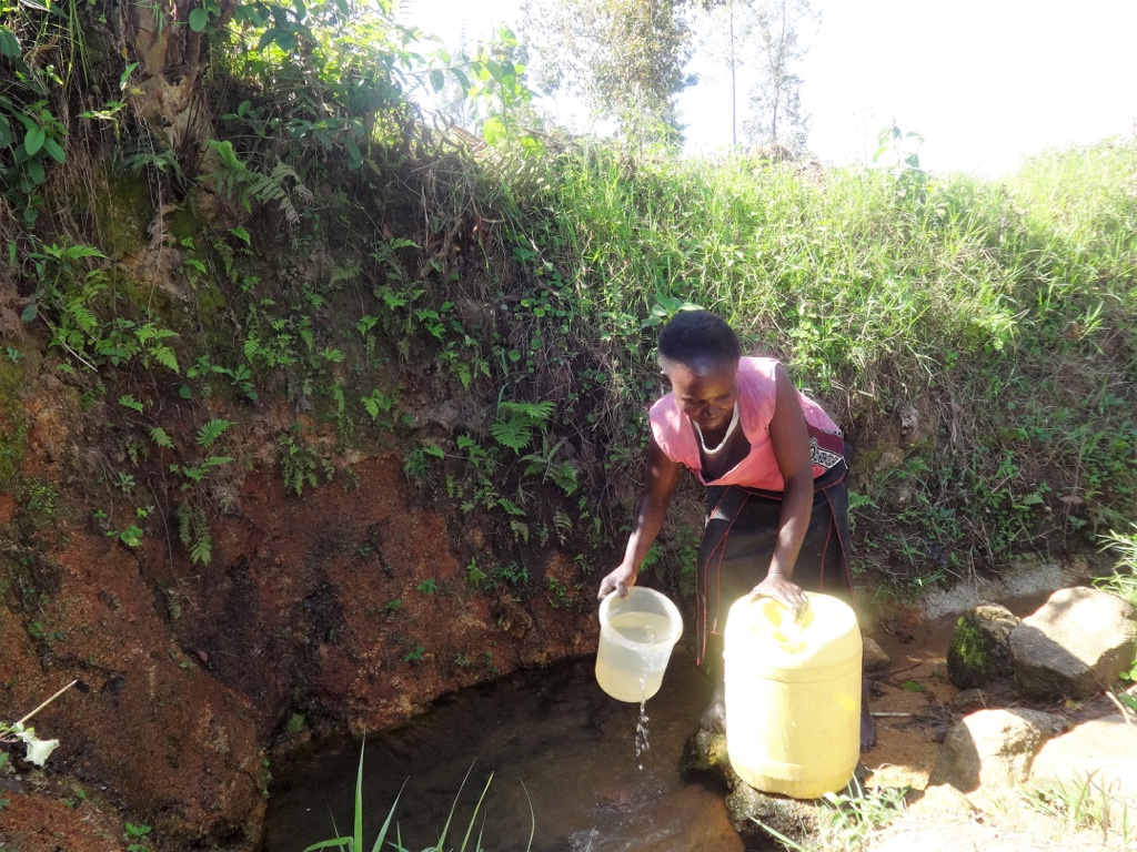 The Water Project : 2-kenya4588-fetching-water
