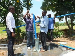 The Water Project : 24-kenya4542-pump-installation