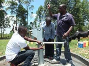 The Water Project : 27-kenya4541-pump-installation