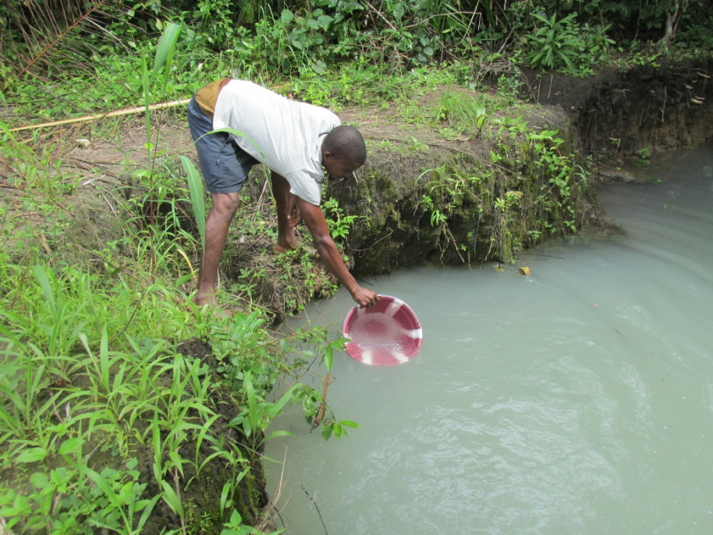 The Water Project : 3-sierraleone5094-current-source