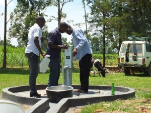 The Water Project : 30-kenya4541-pump-installation