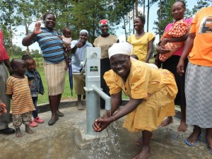 The Water Project : 40-kenya4541-handing-over