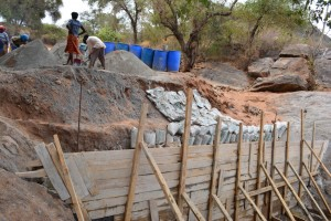 The Water Project : 11-kenya4473-construction